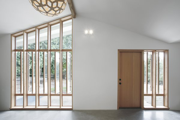 The unique window arrangement floors the space with light and improves the flow of air through the space.