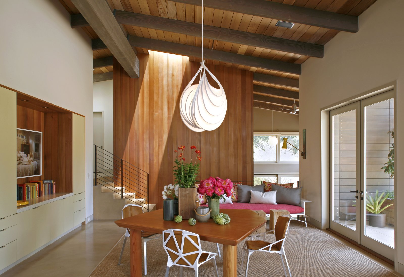 Photographer:  Art Gray  Photo 5 of 12 in 11 Modern Ranch-Style Homes from Wurster Ranch