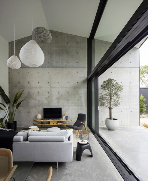 A volumetrically expansive double-height living area which serves as a generously proportioned 'garden room' capturing vast sky and landscape views