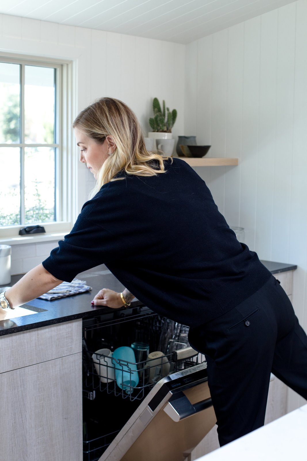 The Signature Kitchen Suite dishwasher uses PowerSteam™ technology and the versatile QuadWash™ Spray Arm to get dishes clean and sparkling.  Cooking Up Style by Dwell