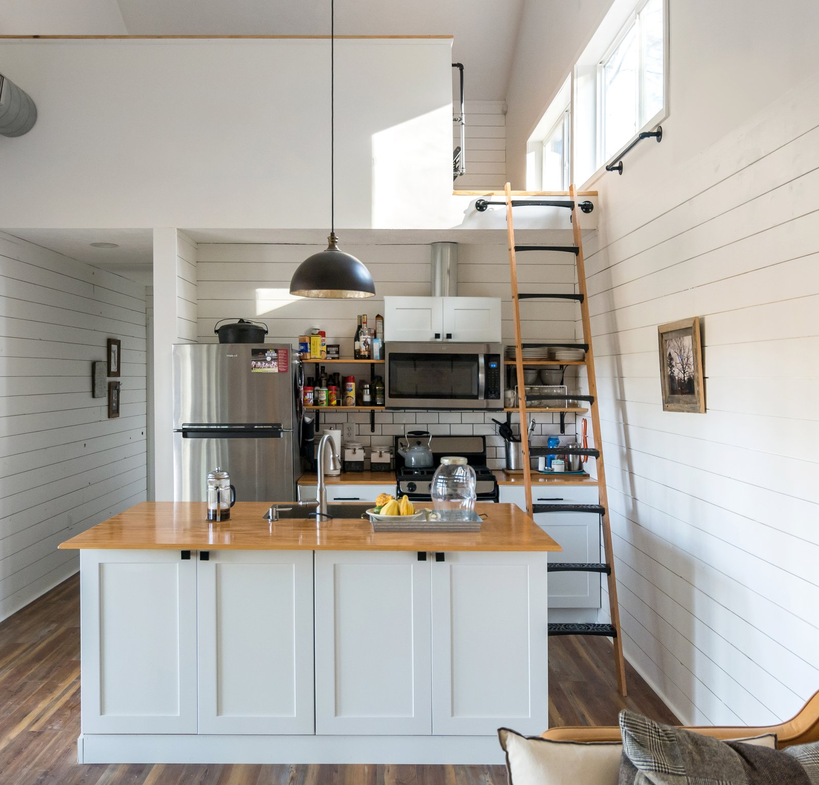 Nash Tiny House by archimania kitchen and loft