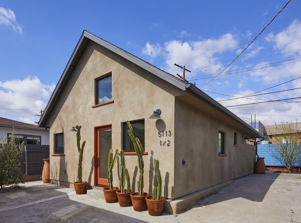 Sundius and Ichiki sided the home with sand-colored stucco that ties to the other stucco-clad homes in the neighborhood.
