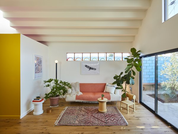 A 15-foot-tall vaulted ceiling, a  clerestory, and a large sliding glass door flood the open-plan living area with plenty of sunlight.