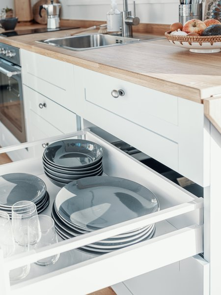 Norske Mikrohus built cabinetry and drawers below the kitchen counters, omitting upper cabinetry in an effort to create spaciousness for the interior.