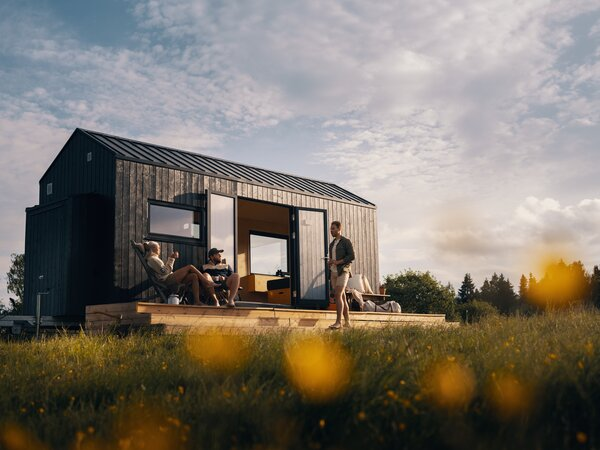The 174-square-foot tiny getaway home on wheels that Jeanette Reiss-Andersen of Norske Mikrohus recently designed is clad in dark-stained Norwegian spruce that blends with nature.
