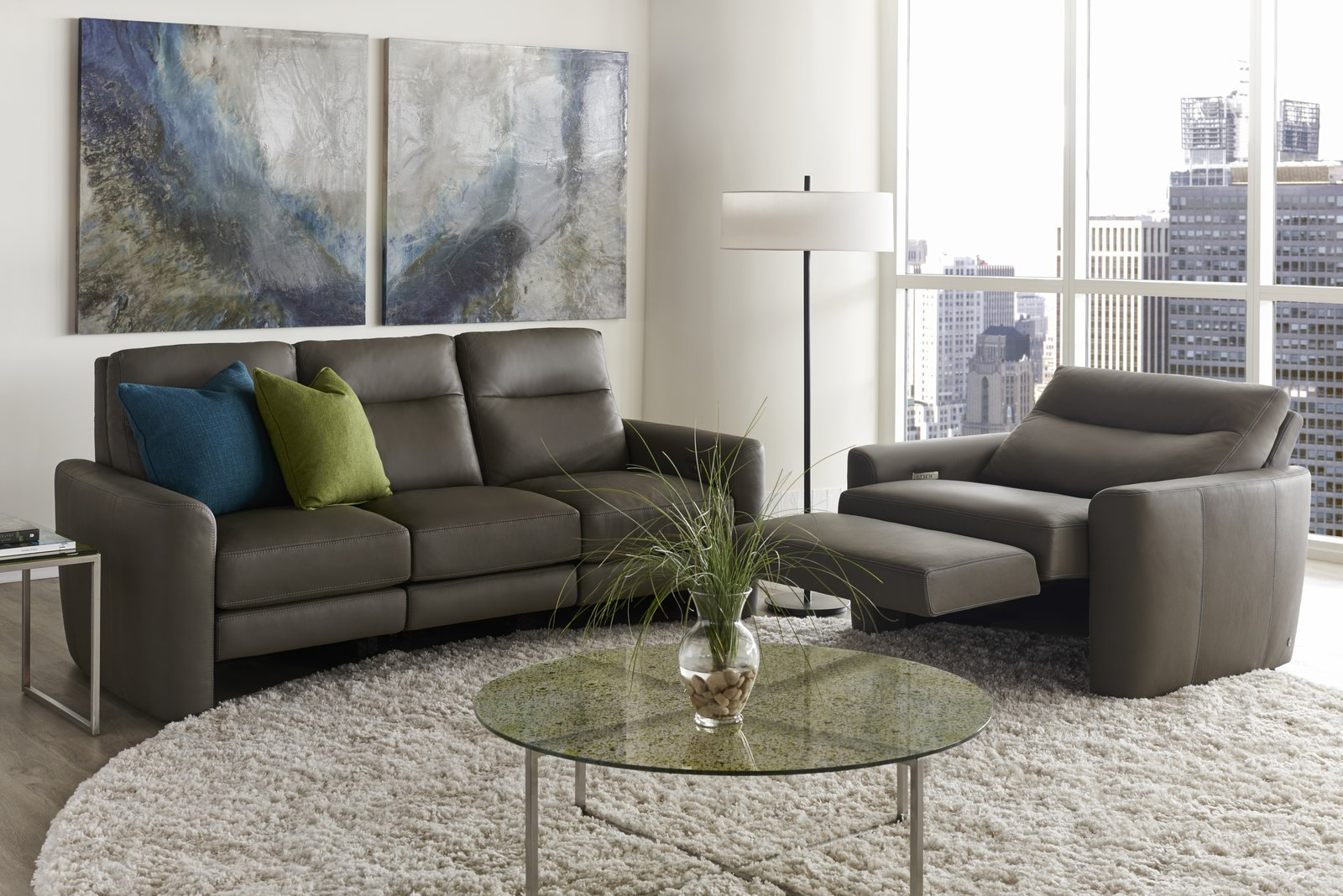 CHELSEA - Distinguished by its wrapped arm and tucked back, the Chelsea features a classic and chic design.    STYLE IN MOTION®