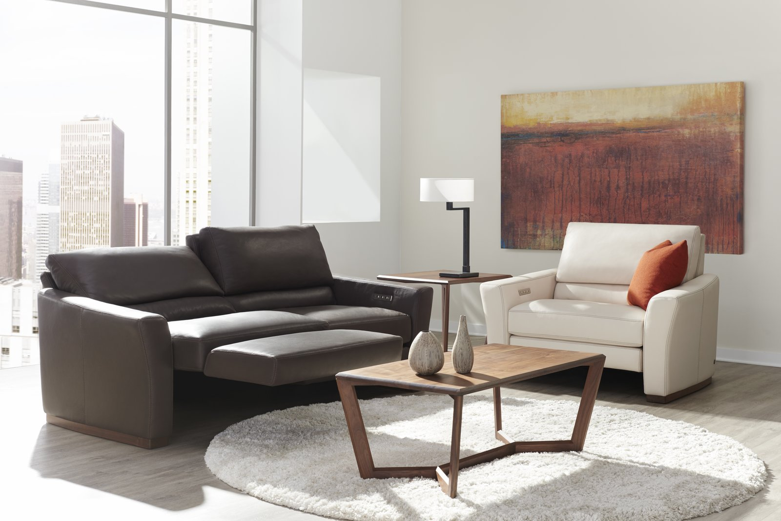 BRYANT – A distinctive wood base, the Bryant features a splayed arm and a bustle back that's perfect for reclining comfort.  STYLE IN MOTION®
