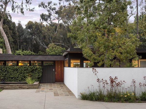 Built in 1948, the two-bedroom Stuart Bailey House was designed by Richard Neutra and is currently one of two residences on the Sam Simon Estate in Pacific Palisades property which recently sold for $14.9M. Neutra's Case Study was designed with a classic midcentury open layout and features large, floor-to-ceiling glass sliding doors. It was the only Case Study designed by Neutra which was actually built.