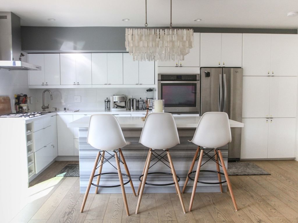 This sleek, modern, new-build Venice Beach home is only one block from the beach and the trendy Abbot Kinney.  Photo 9 of 12 in Experience L.A. Like an A-Lister at One of These Modern Short-Term Rentals