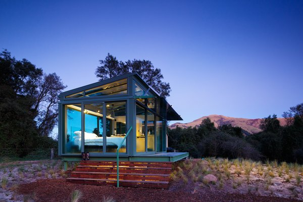 They certainly can with this state-of-the-art living capsule on New Zealand's South Island. Glass roofing, flooring and walls give you the ultimate view of the wilderness.