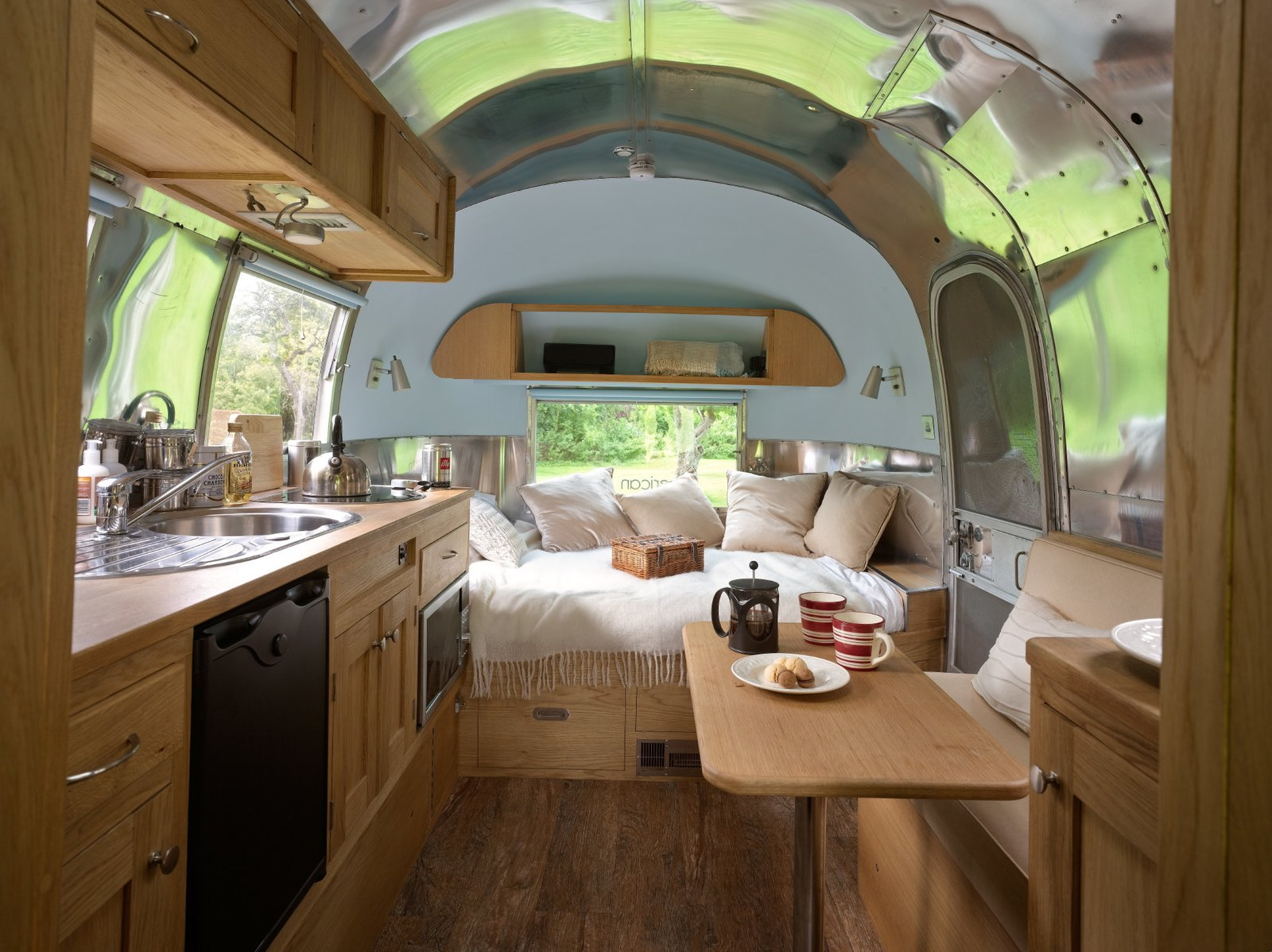 D And D Trailers >> Photo 9 of 20 in Live the Airstream Life Vicariously With a New Book That Celebrates the ...