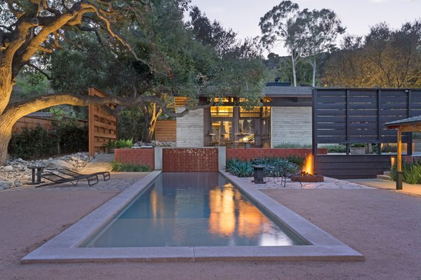18 Modern Fireplaces and Fire Pits to Inspire Outdoor Living