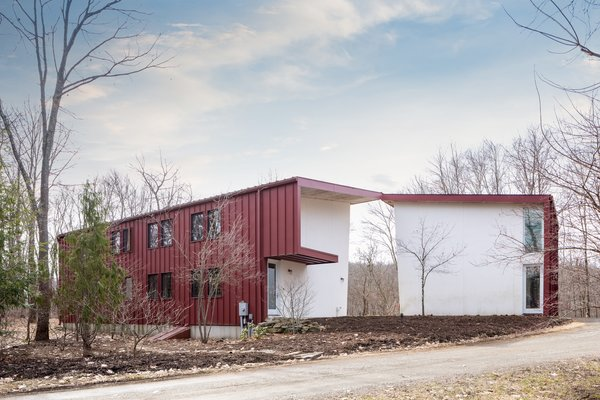 The home has a unique industrial aesthetic thanks to the use of eco-friendly structural insulated panels (SIPs) that are prefabricated off-site, manufactured with a minimum amount of waste, and then quickly assembled on the property.