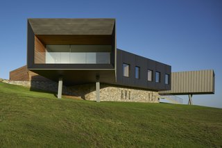 The home was designed to cantilever out towards specific framed views of its spectacular surroundings.