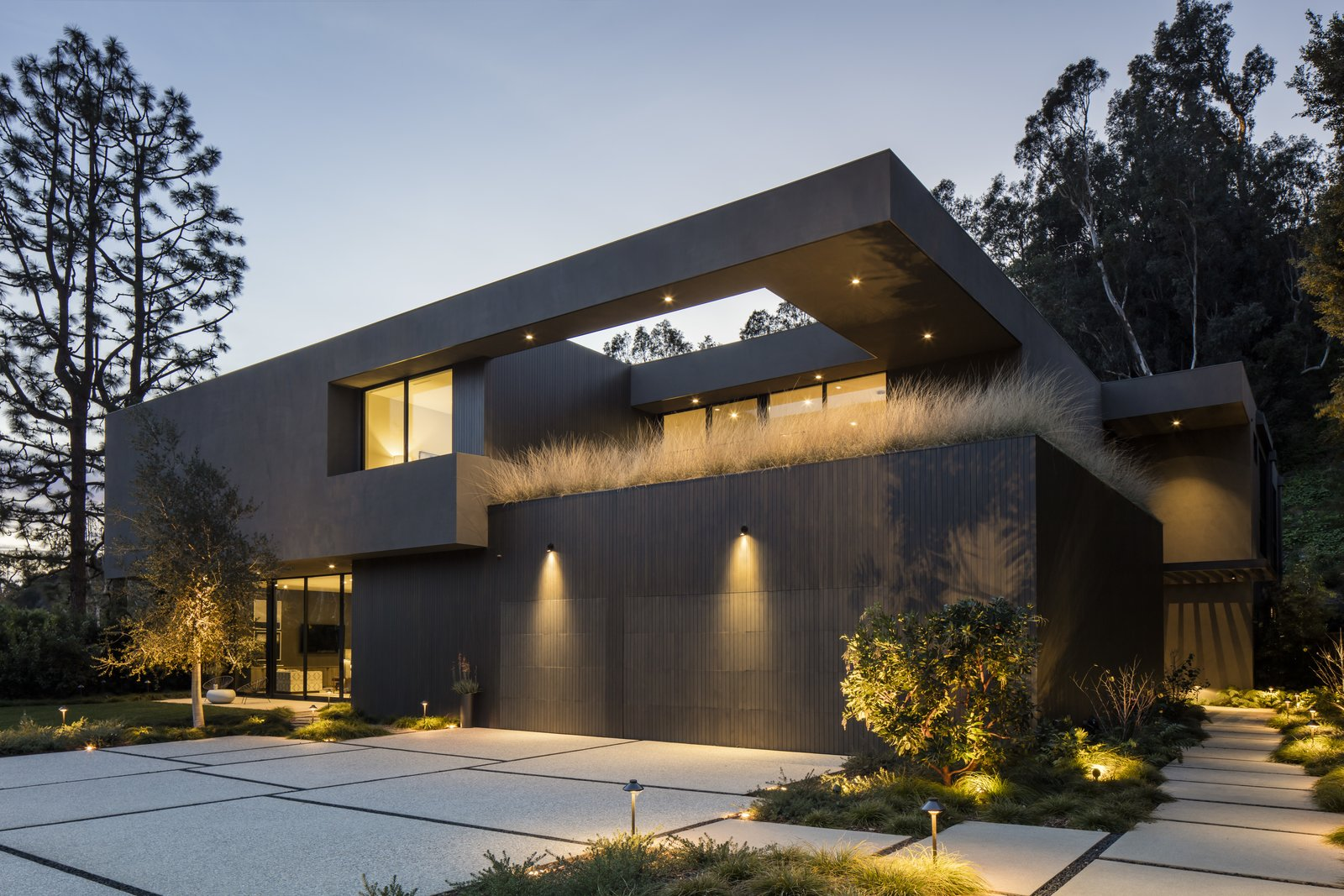 Exterior, House Building Type, and Flat RoofLine A view of the property at dusk.  Photo 13 of 13 in Live Large in This Marmol Radziner–Designed Home That's Asking $16.9M