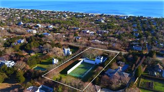 The home is located in the town of Amagansett, New York, only a quarter-mile from the ocean.