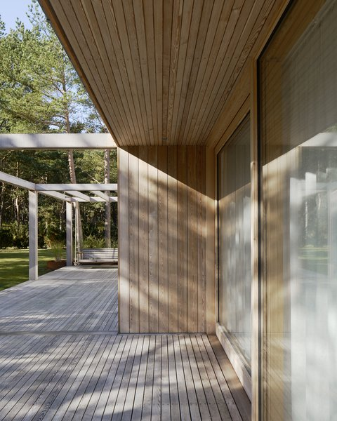 The roof's overhang also employs paneled Siberian larch.