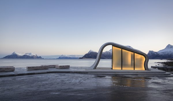 The simple stunning structure that houses the public restroom features a concrete ceiling that emulates the shape of a wave forming from the surface of the terrace.