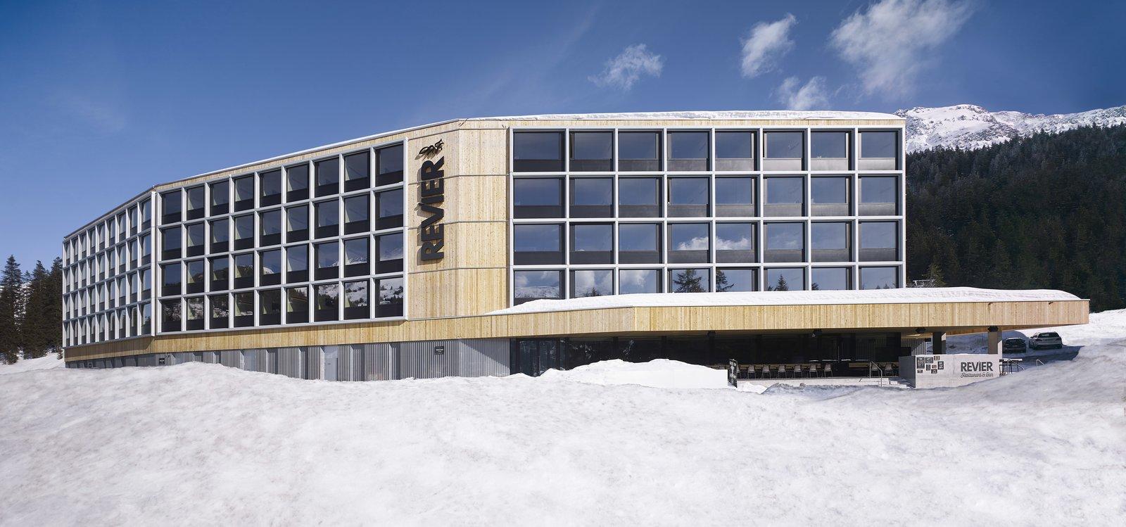 Carlos Martinez Architekten Revier Mountain Lodge Switzerland prefab hotel