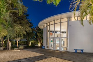 A Circular Midcentury Gem in Florida Hits the Market at $1M
