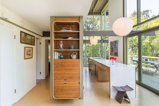 A built-in display cabinet adds storage, while also enhancing the authentic midcentury feel.
