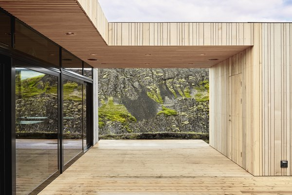 The central, rectangular, concrete structure features expansive glazing which showcases the stunning scenery from every angle.