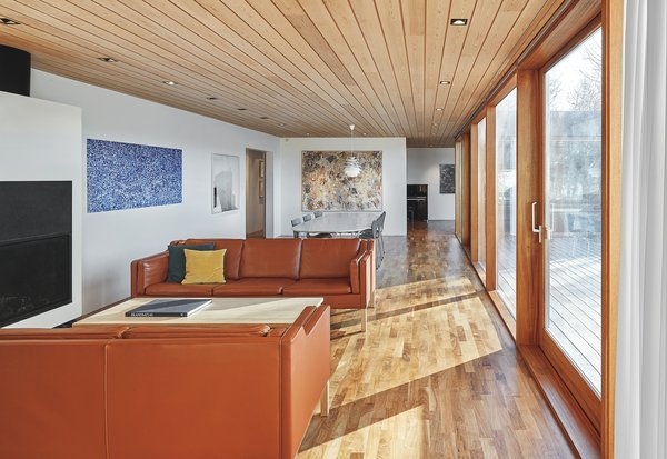 The original flooring was a mix of parquet and carpets, with black slate stone at the entry and in the bathrooms and kitchen. During the renovation, the original HVAC system was replaced with radiant floor-heating technology, and the slab was recasted. The main rooms were then finished with solid walnut parquet throughout.
