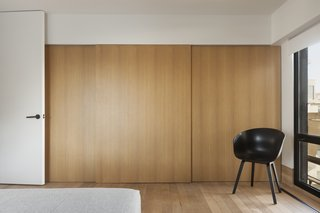 The streamlined wardrobe panels are also finished in oak.