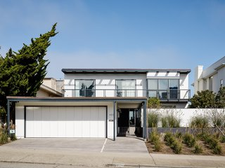 Fortunately, the existing structure had good bones, so Edmonds + Lee was able to maintain the dwelling's original footprint, and focus on opening up the interiors.