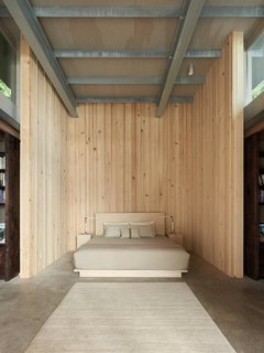 In 2014, a master bedroom and two guest rooms were added, as well as a library that also works as circulation, increasing the square footage of the retreat to 2,400 square feet.