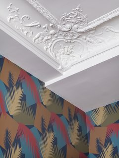 A detail of the original ceiling molding.