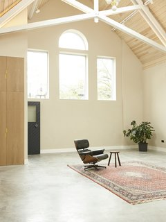 The nave contains the living and studio space. Taking full advantage of the height and scale of the original structure, the main area allows for adaptation over the lifetime of the building.