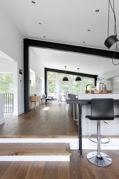 White interiors and ample glazing now make the space feel open and bright up. Blackened beams pick up on the industrial aesthetic of the exterior.