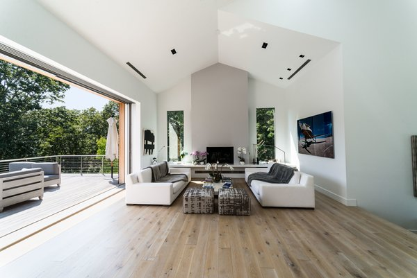 In the living room, the ceilings were vaulted, which now adds to the bright and airy feeling of the open-plan layout.