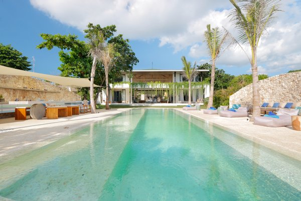 The elongated feeling of the pool is balanced by the surrounding circular deck.