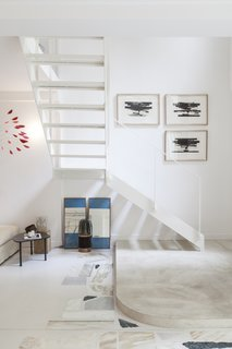 A slim, open-tread staircase contributes to the lightness of the gallery.