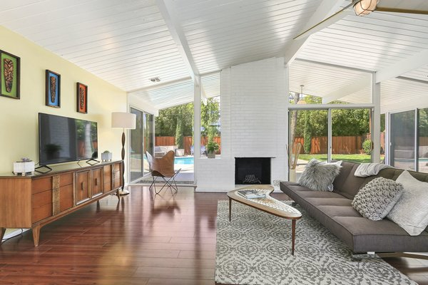 The wall of glass brings a sense of the outdoors in—a sensibility that Eichler homes are well-known for possesing.