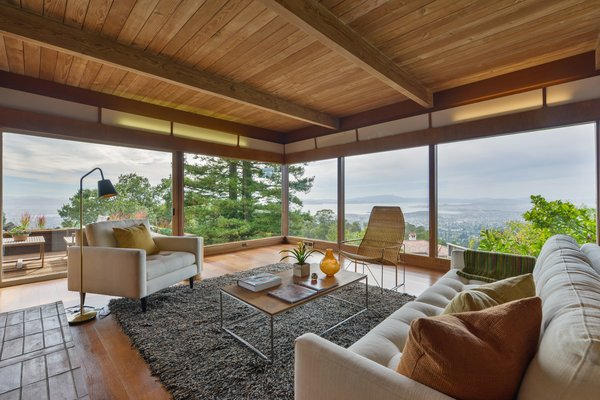 The open living room features expansive glazing with spectacular wraparound views.