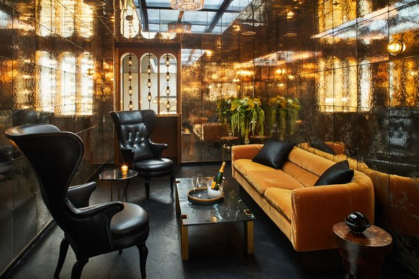 Located in the lobby mezzanine, Bar Alta exhibits a modern take on Art Deco design. The furniture for the space is all custom made from brass and steel with walnut, mohair, velvet, and leather upholstery.