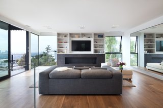 The floor-to-ceiling windows are made from tempered glass that can withstand temperatures up to 450 degrees. The windows provide stunning views from the Sunset Strip to the ocean.