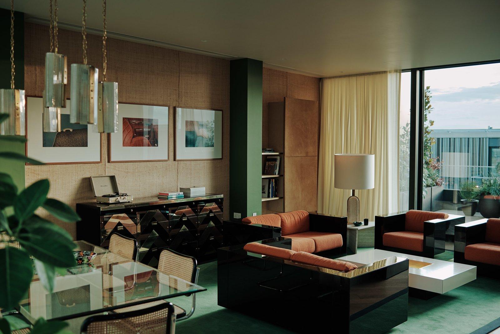 Helios 710 living area