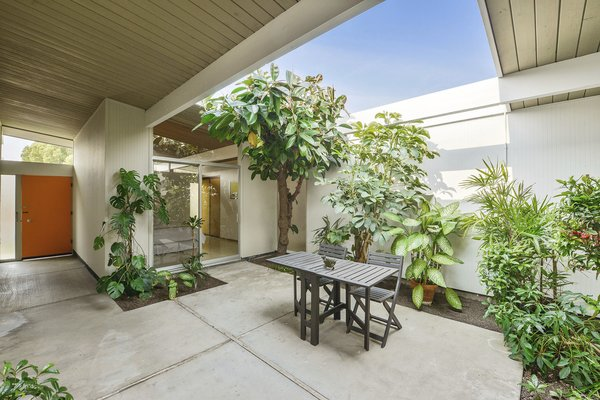The spacious open-air atrium has a bit of a jungle-like feel, and it brings a strong sense of the outdoors into the home.