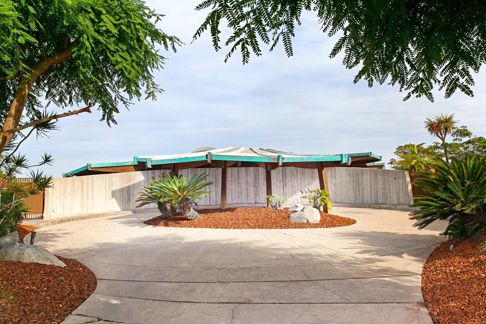 Lotus House driveway
