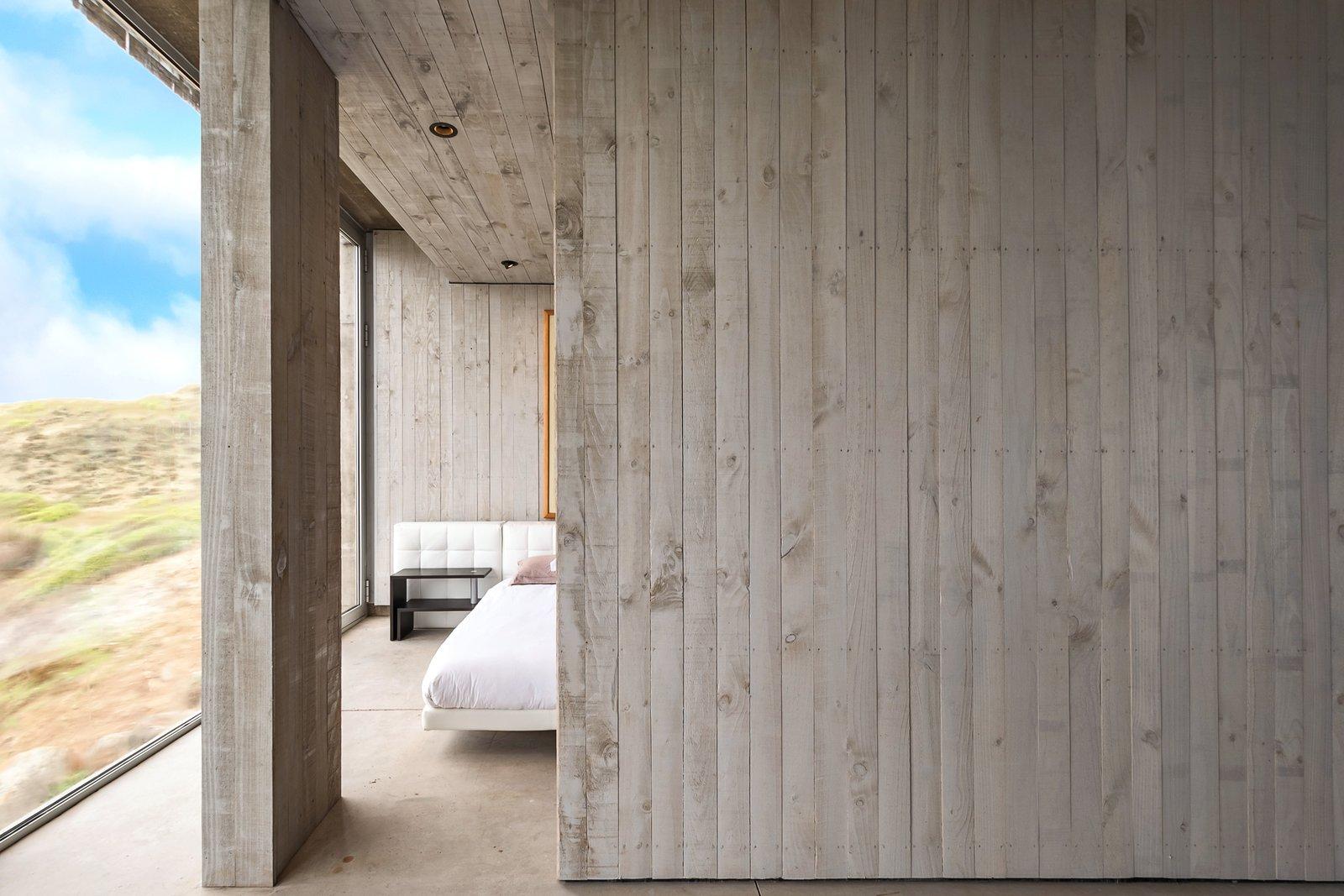 Casa OchoQuebradas sliding wood door