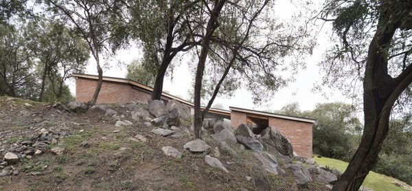 The side view shows an outcropping of rocks.