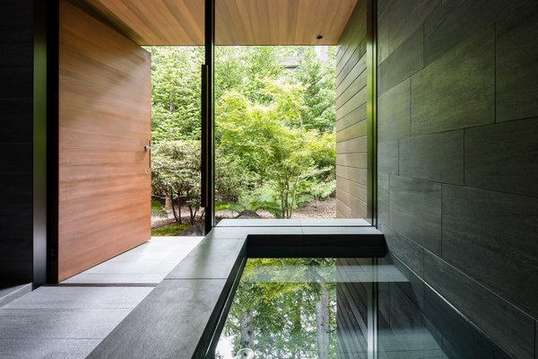 The spa-like Japanese bath has a strong connection with the outdoors.