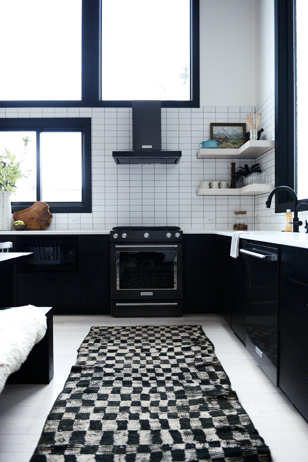 Alpine Noir kitchen