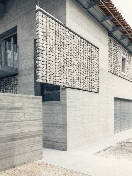 "The guest house plays with the concept of using stone for decorative purposes. Pujatti deconstructed the ""normal"" style of building and separated the stones from the concrete."