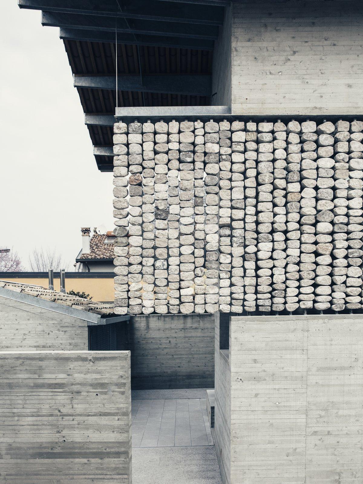Stoned House ElasticoSPA facade