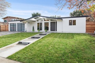 Love Eichler homes, but not interested in taking on an extensive renovation? This 1957 model may be for you. Located in San Rafael's lower Lucas Valley, this 1,805-square-foot midcentury home is completely remodeled and modernized.